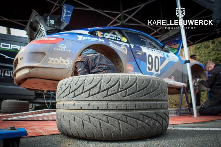 Andy Lefevere glijdt met FiXion Porsche naar de zege in Moorslede