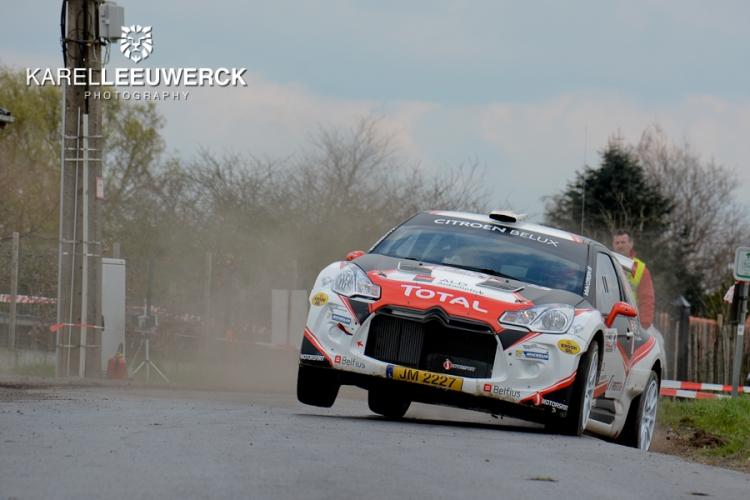 Kevin Demaerschalk op het podium in TAC Rally