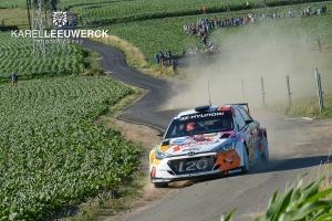 Thierry Neuville aan de start van de Ypres Rally